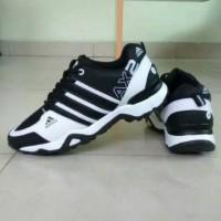 Adidas AX2 Sepatu Pria Sport dan Formal Putih List Hitam