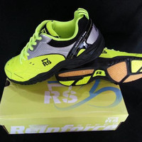 Sepatu Bulu Tangkis Badminton RS 568 Sirkuit Stabilo