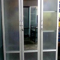 Lemari Pakaian Aluminium Frame Putih Kaca Es 3 Pintu