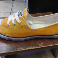 sepatu cewek leadis converse warna kuning dan putih murah + box dus