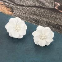 Anting Wanita Bunga Putih
