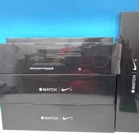 Apple Watch Series 4 GPS Nike+ 44mm Silver Pure Platinum/Black Band