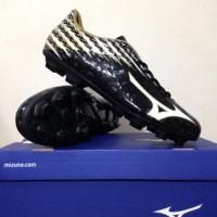 Sepatu Bola Mizuno Basara 104 MD Black White Gold P1GA186609 Origina
