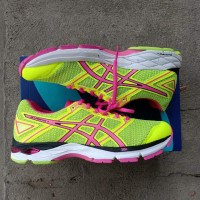 Sepatu Asics Gel Phoenix 8 voli,lari dan badminton