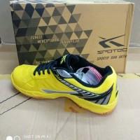 Sepatu badminton Merk Spotec Max score
