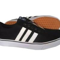 Sepatu Adidas Hitam Garis Putih Superstar