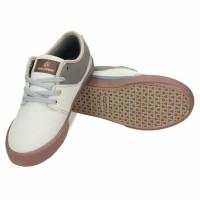 sepatu runing warna putih ardiles