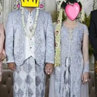 Sepasang baju pengantin adat jawa dan selop
