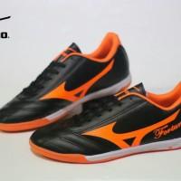 SEPATU FUTSAL MIZUNO black orange FORTUNA