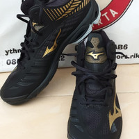 sepatu volly Mizuno Wave Lightening 4 mid black gold