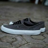 Sepatu Vans Authentic Mono Grey White