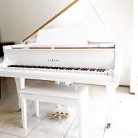 Baby Grand Piano Yamaha G2 White