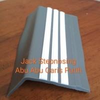 Stepnosing Karet abu list putih / List Tangga Anti Slip Murah