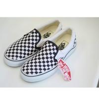 sepatu sneakers slop casual vans checkerboard slip on hitam putih men