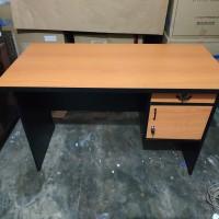 Meja tulis / meja kantor 1/2 biro panjang 120 Perkasa