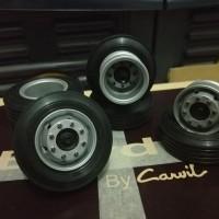 Ban Miniatur Bus/Truk tronton 10 Roda Model Hino Atau Mercedez Benz