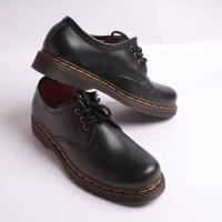 sepatu pantofel Pria & Wanita DocMart model Boston Razor (Black)