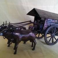 Miniatur Delman Dua Sapi-Bahan Besi-Pajangan-Souvenir Jogja-Murah.