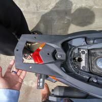 Bracket Almunium vario 150 / 125 new led untuk box motor givi kmi kapa