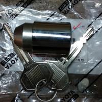 Kunci / lock ban serep Toyota Rush