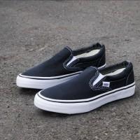 Sepatu Vans Slop On Classic Black-White Premium Quality