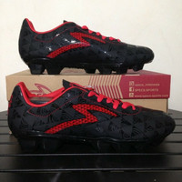 Sepatu Bola Specs Quark FG Black Emperor Red 100756 Original