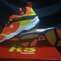 Sepatu Badminton / Bulu tangkis RS Sirkuit 570