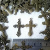 Bandul Salib Logam Motif Bakar Bahan Souvenir Kalung/Gelang Rosario