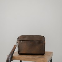 Oxford Brown - Tas clutch bag from The Daily Smith