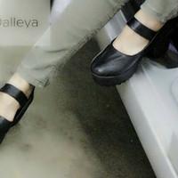 Sepatu high heels boot docmart kulit wanita gesper tinggi hak 8cm