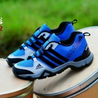 sepatu sport jogging murah pria adidas ax2 tracking man biru hitam