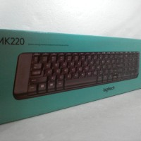 Logitech MK220 Space-saving wireless keyboard and mouse combo
