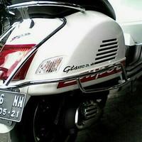 Modern Vespa GTS/ Crashbar Chrome GTS