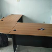 Meja manager kantor bentuk L merk UNO ukuran 195 cm murah
