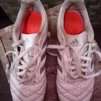 sepatu futsal Adidas GOLETTO V IN B26177 WHITESILVER SOLARRED ORIGINAL