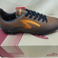 Sepatu bola specs Eclipse FG-Black forest/bitter brown/spirit orange