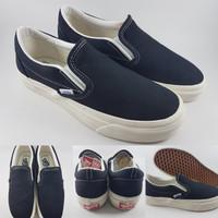 Sepatu Kets Vans OG Classics Slip On LX Canvas Black White Hitam Putih