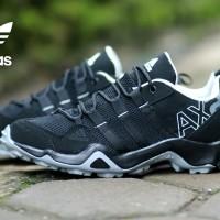 SEPATU SNEAKERS PRIA ADIDAS AX2 LOW BLACK WHITE