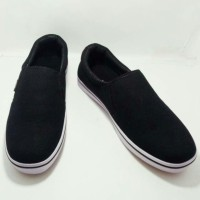 Sepatu Vans slop hitam
