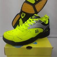Sepatu badminton RS - sirkuit 569