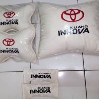 Bantal mobil Toyota Kijang Innova Reborn