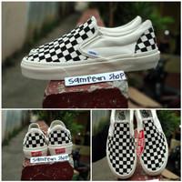 Sepatu vans slip on OG motif catur black white original premium CHINA