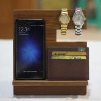 Dudukan Handphone / Smartphone Docking / Pajangan Kayu Coklat Tua