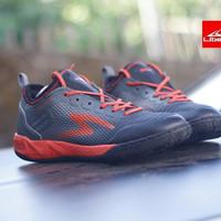 Sepatu Futsal Specs Metasala Musketeer Toast Signal Black/signal orang