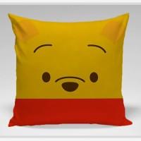 Bantal Sofa / bantal dekorasi Winnie The Pooh - Winnie Ogle