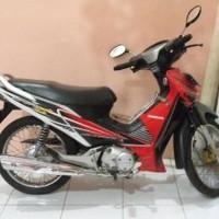 lis body/ striping / stiker honda supra x 125 d 2005 merah putih