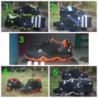 sepatu sport outdor pria adidas ax2 goretex hitam merah dan fullblack