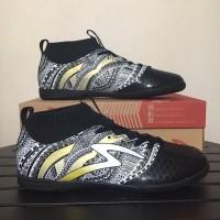 Sepatu Futsal Specs Heritage IN Black Gold White
