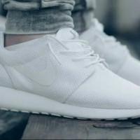 Thamcitstyle Sepatu Nike Rose Run Putih Polos