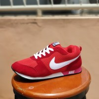 sepatu sport nike waffle trainer merah cowok / casual pria